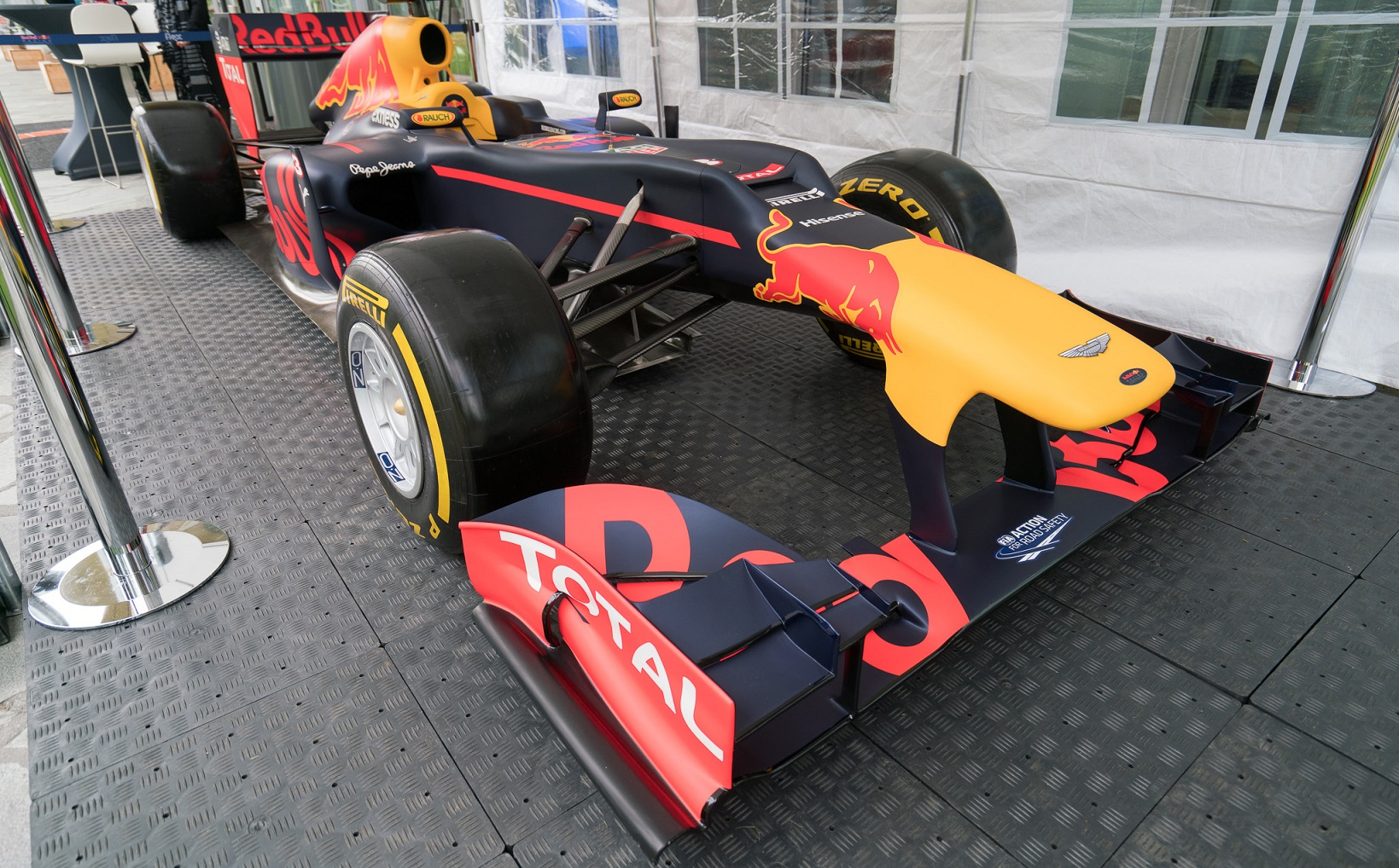 Statafel Red Bull.Foto S Partytentverhuur Eindhoven